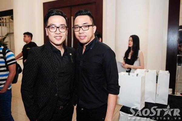 Nhạc sĩ Nguyễn Hồng Thuận (phải).