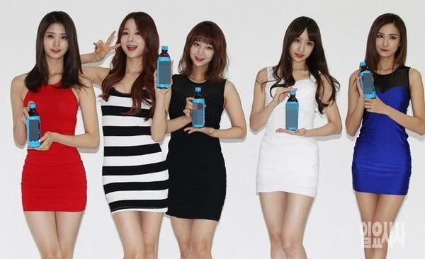 """Hani và nhóm EXID cũng là cái tên gây chú ý trong Kpop năm 2015. Tiếp nối hiệu ứng từ fancam gần 20 triệu lượt xem của Hani, nhóm dường như được """"thơm lây"""", liên tục được mời đóng quảng cáo cho nước giải khát, mỳ ramen, resort, …"""