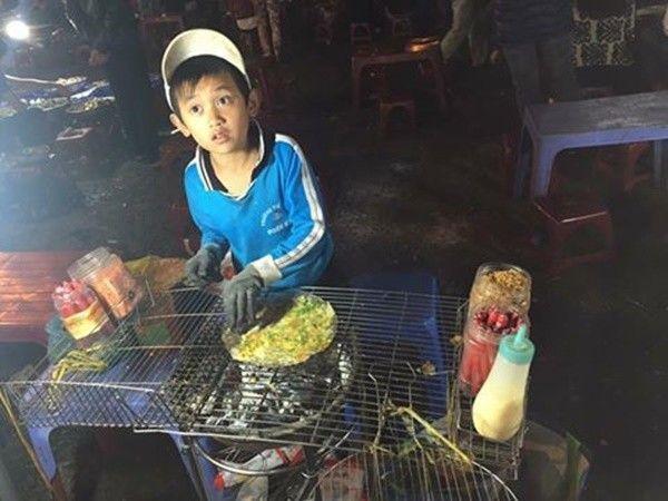 Một hình ảnh khác về cậu bé được một du khách chụp lại trong chuyến du lịch Đà Lạt - (Ảnh: Facebook)