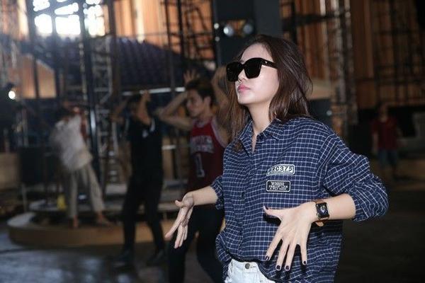 Văn Mai Hương hứa hẹn mang đến phần biểu diễn sôi động khi kết hợp cùng vũ đoàn.