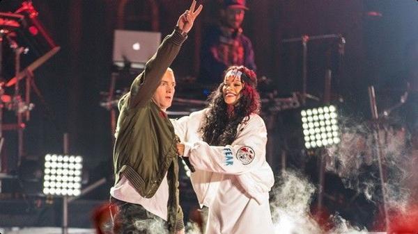 Eminem và Rihanna.
