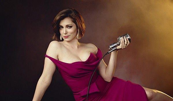 Rachel Bloom đã vượt qua bất ngờ mùa trước mang tên Gina Rodriguez  để trở thành bất ngờ mùa này.