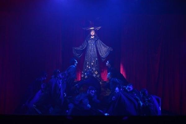 ho-ngoc-ha-roi-nuoc-mat-am-chi-chuyen-chia-tay-trong-live-concert