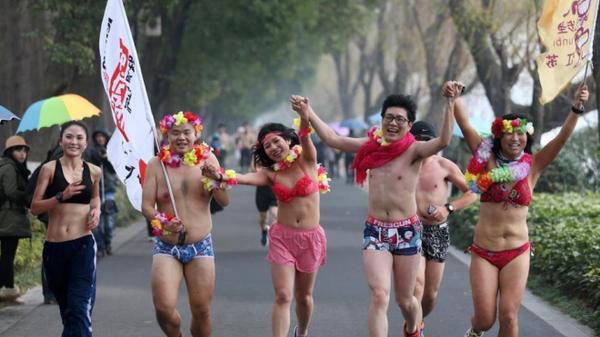 10. nakedrunning