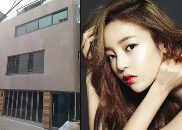 Năm 2012, thành viên nhóm KARA Goo Hara bỏ tiền túi trị giá 1,15 triệu USD để mua một tòa nhà cao 5 tầng tại khu Chungdamdong sầm uất, gần với trụ sở của công ty giải trí JYP.