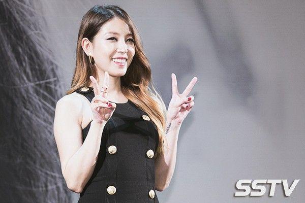 BoA cũng mua lại căn nhà của gia đình ở Namyangjoo mà bố mẹ cô từng bán vì túng thiếu. Trong công ty chủ quản SM, nữ ca sĩ 29 tuổi cũng sở hữu cổ phần riêng. Tài kinh doanh tài chính của BoA khiến người trong giới nể phục.