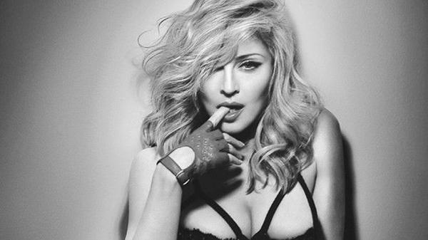 """Madonna """"chấp nhận"""" về thứ 2 với 30 tuần đứng đầu cho 12 album."""