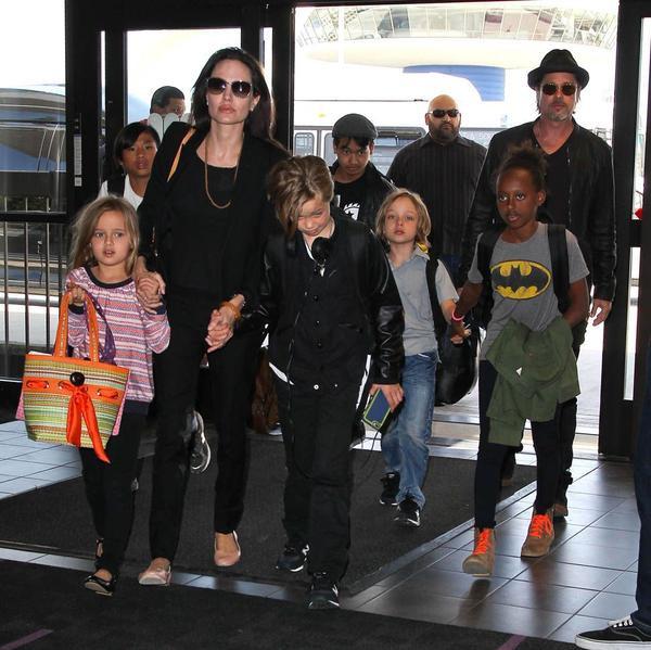 Gia đình đông con của Angelina Jolie và Brad Pitt.