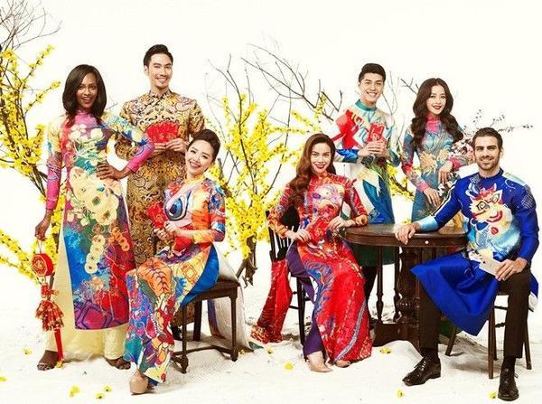 Nyle DiMarco, Mame Adjei hào hứng diện áo dài chụp ảnh Tết cùng các sao Việt.