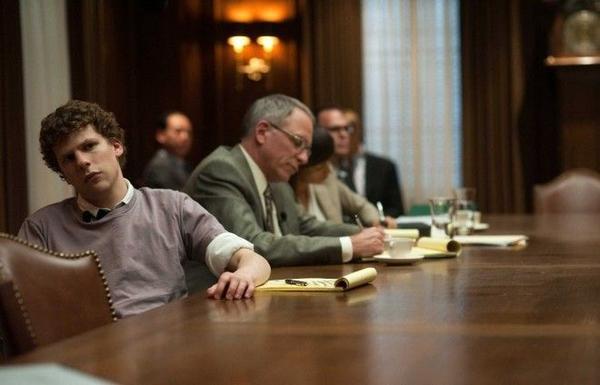 Kịch bản được viết bởi biên kịch Aaron Sorkin dựa trên quyển sách The Accidental Billionaires của Ben Mezrich và đạo diễn bởi David Fincher