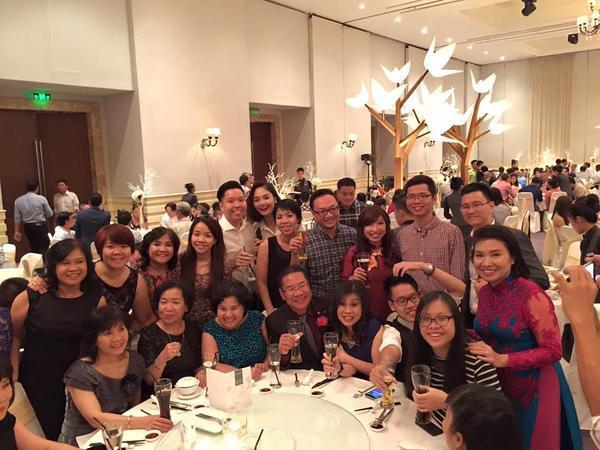 Miu Lê tham dự bữa tiệc cùng gia đình bạn trai.