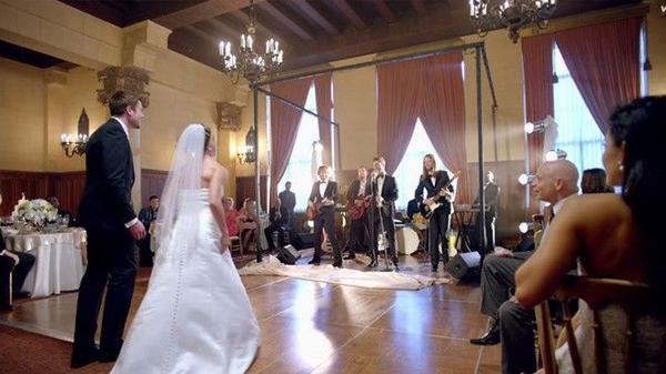 Concept phá đám cưới khiến fan vô cùng thích thú.