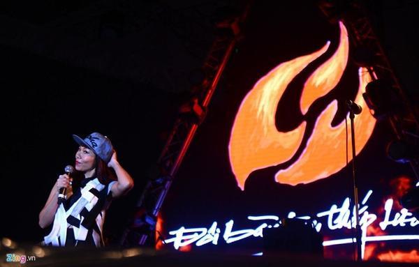 Diva Hà Trần thể hiện ca khúc Trở về. Thời gian gần đây, cô thường xuyên có mặt trong các sự kiện âm nhạc lớn nhỏ ở Việt Nam.