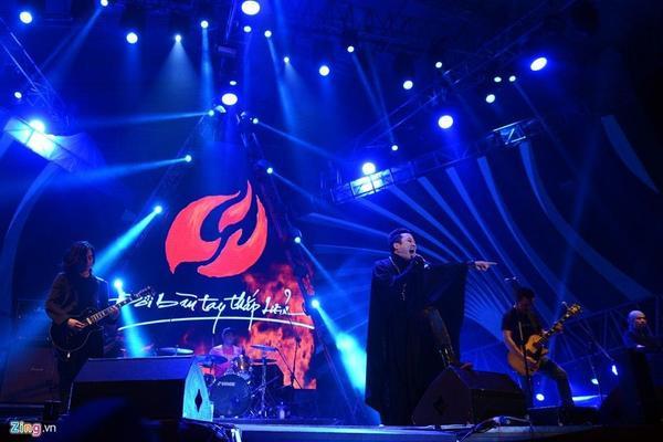 Hiếm khi hát nhạc rock, Tùng Dương khoe giọng cùng Người đàn bà hóa đá.