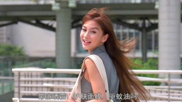 Cũng trong năm này, cô lần đầu tiên gặp Huỳnh Hiểu Minh. Tài tử đã bị đổ gục bởi vẻ đẹp của giai nhân trẻ. Họ hẹn hò bí mật ngay sau đó.