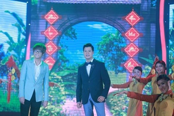 tiết mục song ca nam duy nhất trong chương trình,Quang Dũngvà Bùi Anh Tuấnmang đến không khí xuân đậm chất truyền thống với ca khúc Xuân quê tôi.