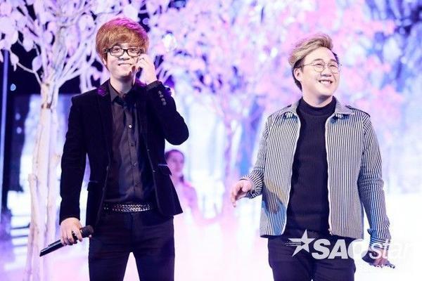 """2 chàng """"hoàng tử tình ca"""" của showbiz Việt khiến các fan đổ gục khi cùng hòa giọng với liên khúc Chưa Bao Giờ - Buông."""