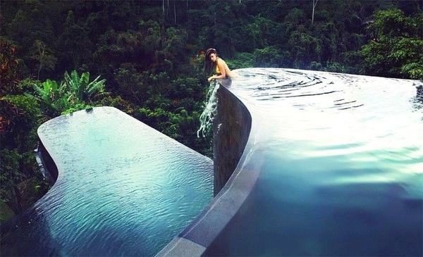 Ubud Hanging Gardens Hotel nằm tại Bali - một hòn đảo huyền diệu của Indonesia, được biết đến trên toàn thế giới với phong cảnh mê hoặc.