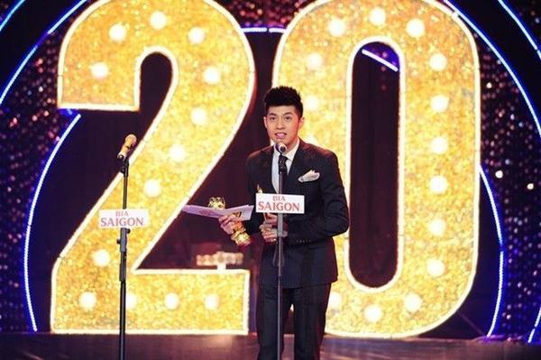 Đông Nhi không thể tham gia buổi lễ do vướng bận lịch trình của The Remix nên Noo Phước Thịnh đã nhận giải thay cô.