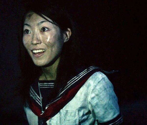 Một trong những nỗi ám ảnh của phim đến từ nhân vật cô nữ sinh ma mị Hoshiko.
