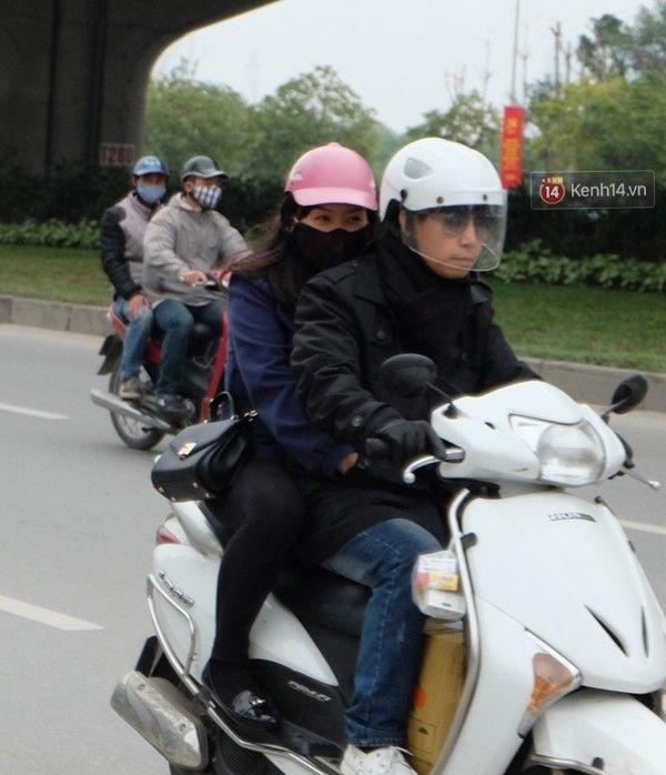 Nhiệt độ hạ thấp hơn kèm theo cơn mưa rét khiến thời tiết Hà Nội chuyển rét rõ rệt. Ảnh: Định Nguyễn