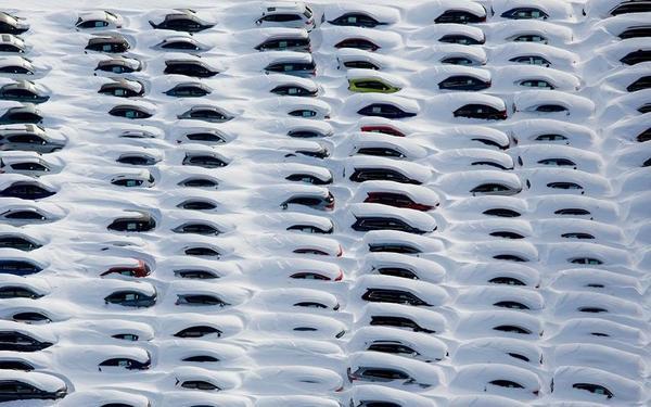 15 jonas Cars are buried in snow near Hamden, Connecticut