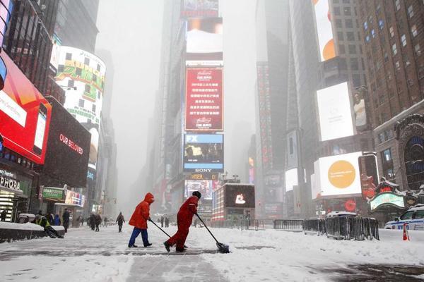 8 jonas shovel snow in NY, times square