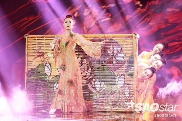 Hoang Thuy Linh (1)