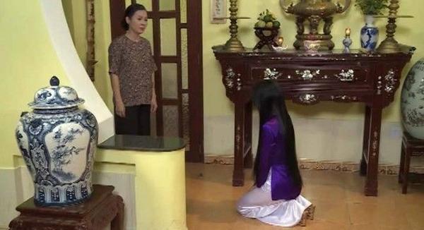 Còn Trinh Trinh thì bị cả gia đình chồng coi thường, kiếm đủ mọi cách hành hạ, nhiếc móc.