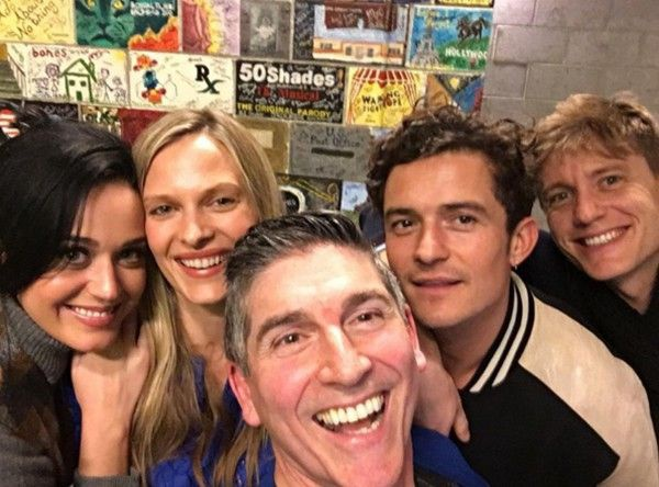 2 ngôi sao tiếp tục thân thiết khi cùng đến xem một vở kịch ở Los Angeles cuối tuần qua.