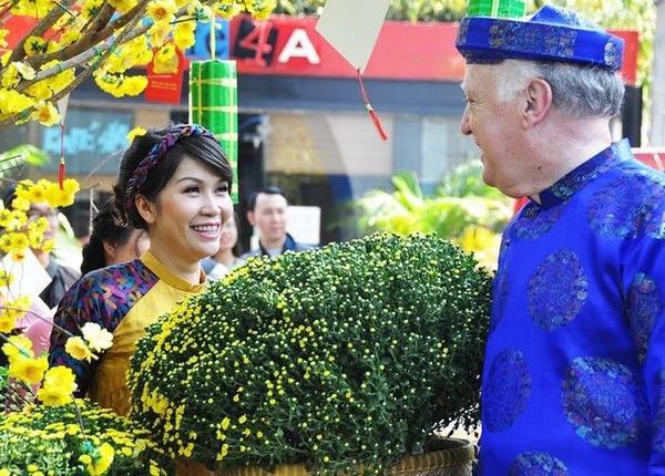 Theo ban tổ chức, phố ông đồ nhà văn hóa thanh niên sẽ hoạt động đến tận những ngày đầu năm mới Bính Thân.