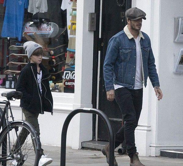Công chúa nhỏ bước đi phía trước, Becks và Cruz thong thả đi theo sau. Cậu con trai út của cựu danh thủ Anh càng lớn càng cao gầy giống anh hai Romeo.