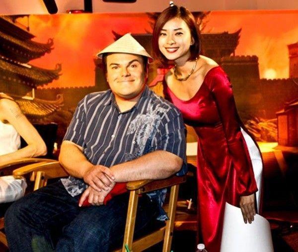Ngô Thanh Vân xuất hiện bên cạnh danh hài Jack Black.