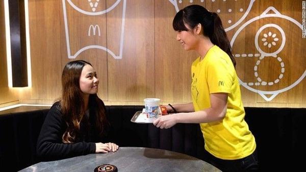 McDonald'svẫn chưa tiết lộ vì sao lại chọn Hồng Kông làm nơi khởi động ý tưởng mới này và liệu họ sẽ tiếp tục mở các cửa hàng tương tự ở những quốc gia khác hay không.