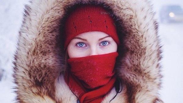 Khi ra đường mọi người phải mặc thật ấm.