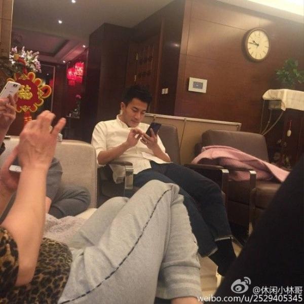Lưu Khải Uy trong tấm ảnh cùng igia đình.