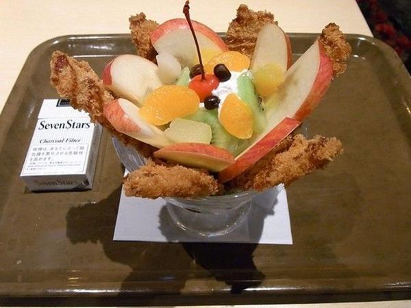 Nhà hàng Aichi Prefecture xin trân trọng giới thiệu kem hoa quả thịt lợn tẩm bột chiên, một cảm giác mới lạ không thể diễn tả thành lời khi đánh chén thịt và hoa quả.