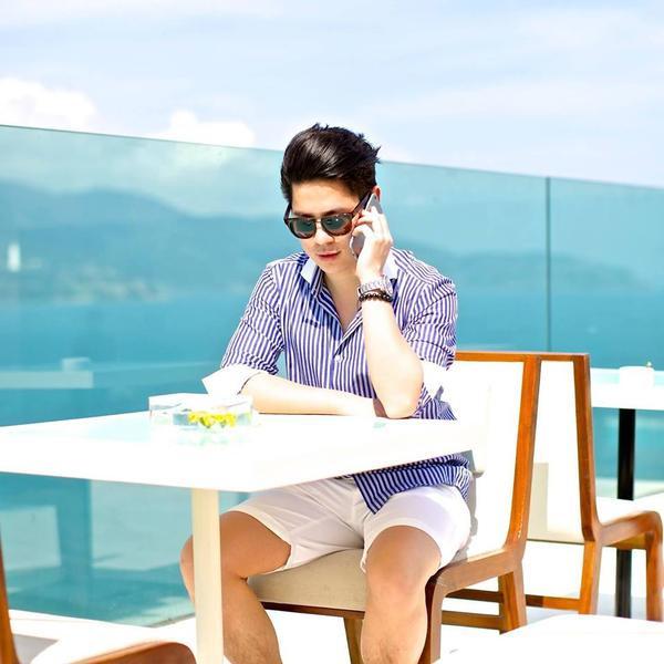 Được biết, anh chàng điển trai này tên là Nam Bui, đã từng du học tại Đức, hiện đang làm việc tại nước ngoài và thường xuyên đi  du lịch khắp nơi trên thế giới.