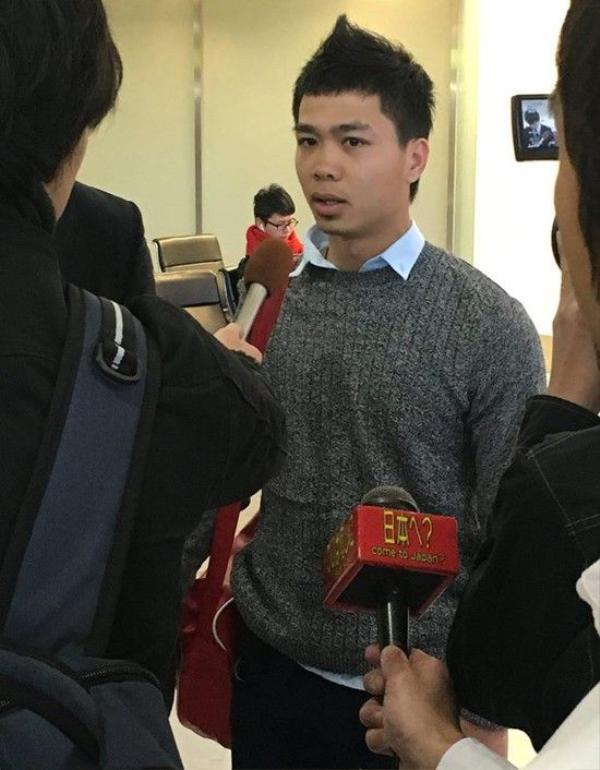 Công Phượng trả lời phỏng vấn ở Nhật Bản. Ảnh: FB.