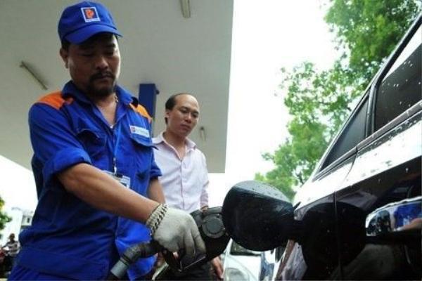 Giá xăng hiện đã ở mức thấp nhất tròng vòng 7 năm qua. Ảnh: Hoàng Hà.