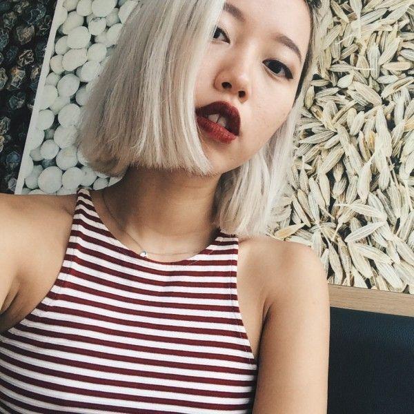 Fashionishta Daul Be ấn tượng với tóc bạch kim và son màu rượu.
