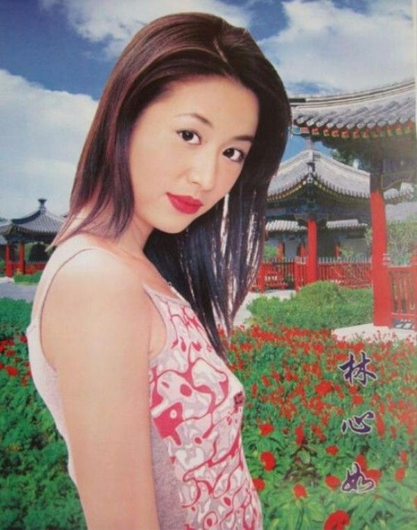 Lâm Tâm Như cũng theo mốt hường.