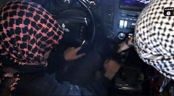 Cậu bé trong chiếc xe do IS trang bị sẵn sàng chở đầy thuốc nổ.