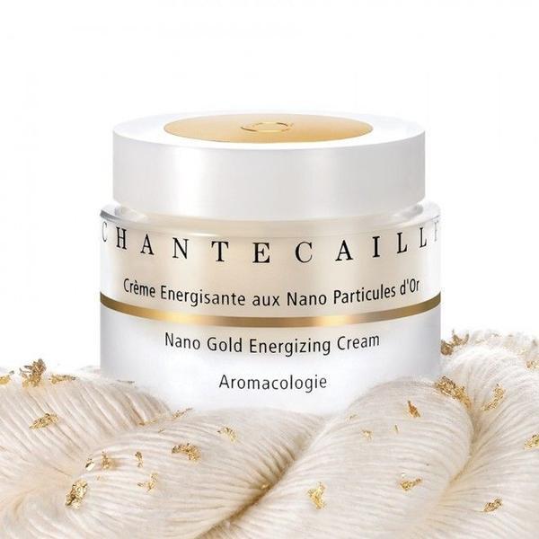 """kem màu vàng màu Chantecaille, có khoảng $ 247 mỗi ounce, dường như gắn các hạt nano vàng để sợi nhỏ lụa (protein) để cung cấp """"chữa bệnh"""" lợi ích cho làn da. Hầu hết các thành phần khác, từ axit lactic để nước ép dứa, được bao gồm với các mục tiêu để giảm bớt căng thẳng và thúc đẩy năng lượng - loại giống như một lớp học yoga thực sự tốn kém ... cho khuôn mặt của bạn."""