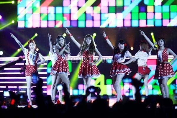 Sân khấu 'bùng nổ' của T-ara trong lần đầu tiên đến Việt Nam