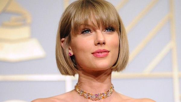 Taylor Swift ủng hộ Kesha 250,000 USD!