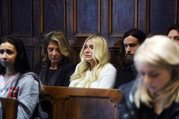 Kesha bật khóc khi bị xử thua tại tòa án khiến 'làn sóng' đòi quyền tự do cho giọng ca Tik Tok trên toàn cầu mạnh mẽ hơn bao giờ hết.