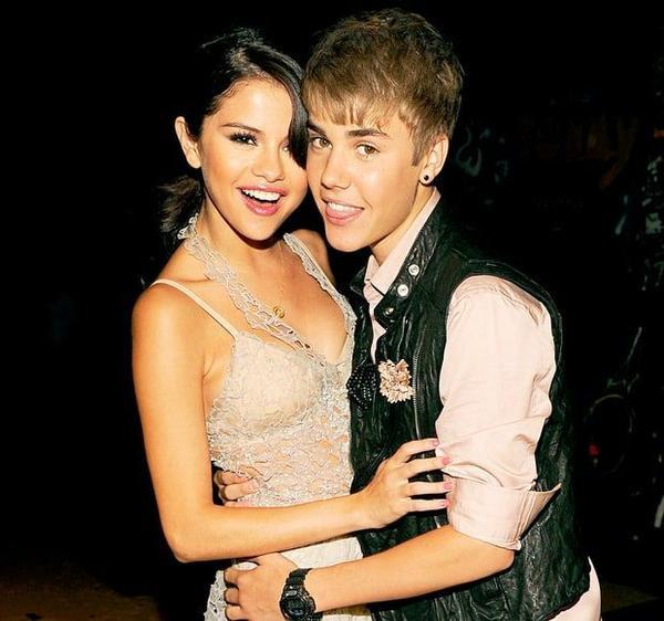 Selena liên tục bị hỏi về đời tư với Justin.