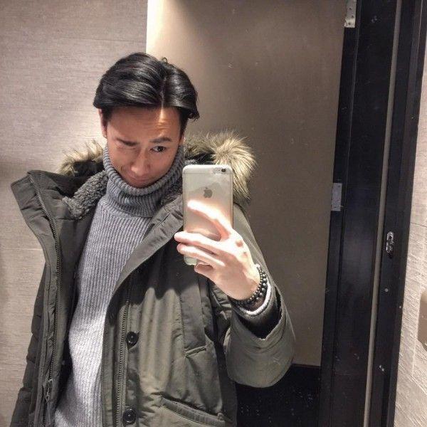 Chàng tạo dáng vui nhộn bên chiếc fur coat.
