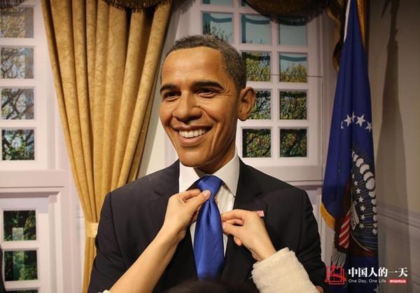 Đạt Phân thắt cà vạt cho ông Obama.